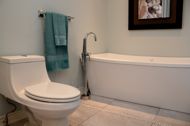 Picture of new tub in the corner